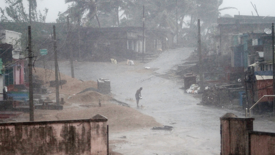 2 killed as Cyclone Titli smashes eastern India