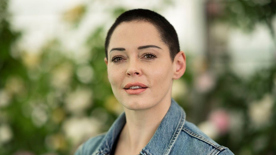 Rose McGowan claims Facebook deactivated her account ahead of final presidential debate: 'This is corruption'