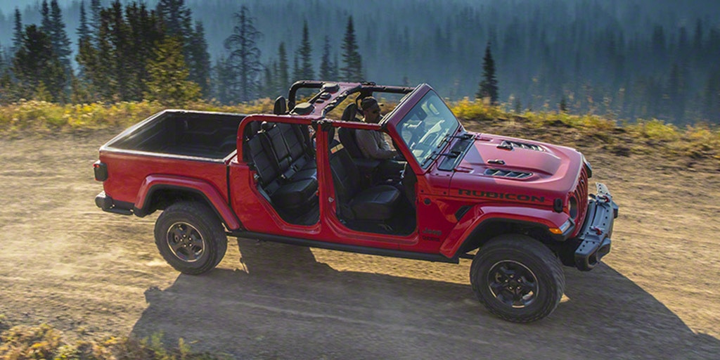L A Auto Show The 2020 Jeep Gladiator Pickup Is A Wrangler That