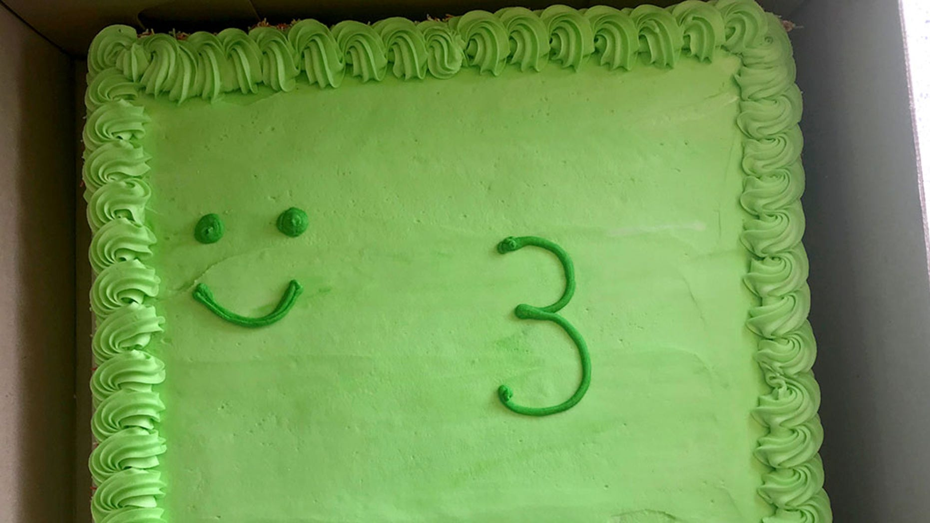 They Paid For A High End Frog Birthday Cake Their 3 Yr Old And Got This