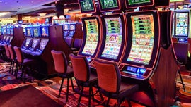 Man claims he hit $50G on slot machine and was only given $4G, casino blames faulty bulb