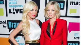 Tori Spelling evacuates due to Woolsey Fire, thanks '90210' co-star Jennie Garth for letting her family stay at her home