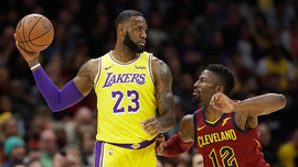 Lakers' LeBron James returns to Cleveland, gets standing ovation from home crowd