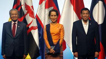 Mahathir slams Myanmar's Suu Kyi for handling of Rohingya