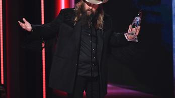 Chris Stapleton wins big at 2018 CMA Awards