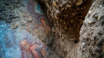 Stunning 'sensual' queen fresco discovered in Pompeii