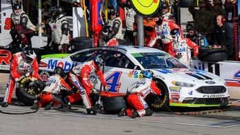 Harvick earns NASCAR championship shot with Texas win