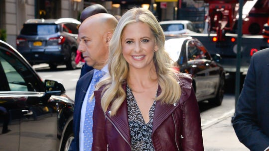 Sarah Michelle Gellar's photo reminding herself 'not to overeat' on Thanksgiving draws mixed reactions