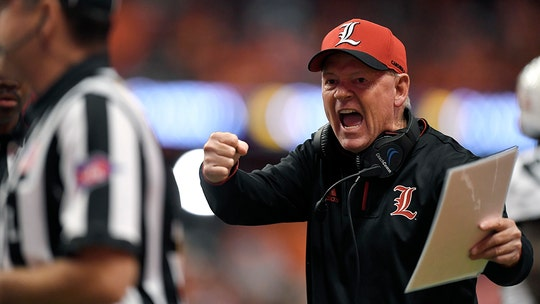 Louisville fires head coach Bobby Petrino with team 2-8