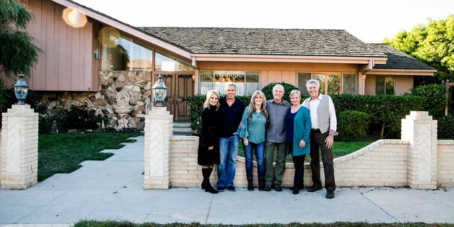"Brady Bunch cast: (left to right) Maureen McCormack / Marsha Brady, Christopher Knight / Peter Brady, Susan Olsen / Cindy Brady, Mike Lookinland / Bobby Brady, Eve Plumb / Jan Brady & Barry Williams / Greg Brady in front of the original Brady home, as seen on ""A Very Brady Renovation."""