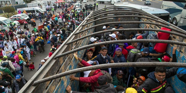 Migrant caravan arrive at Mexico-US border city