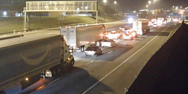 A gas leak has shut down the Delaware Memorial Bridge in both directions Sunday night for more than six hours.