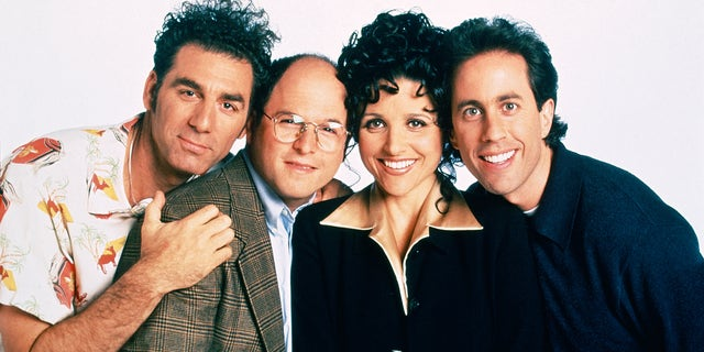 SEINFELD - Season 9 - Pictured: (left) Michael Richards as Cosmo Kramer, Jason Alexander as George Costanza, Julia Louis-Dreyfus as Elaine Benes, Jerry Seinfeld as Jerry Seinfeld.