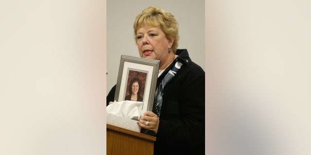 Merti Winstons holds a photo of her daughter Tracy Winston as she speaks at the sentencing of Gary Ridgway in King County Washington Superior Court Dec. 18, 2003 in Seattle, Wash.