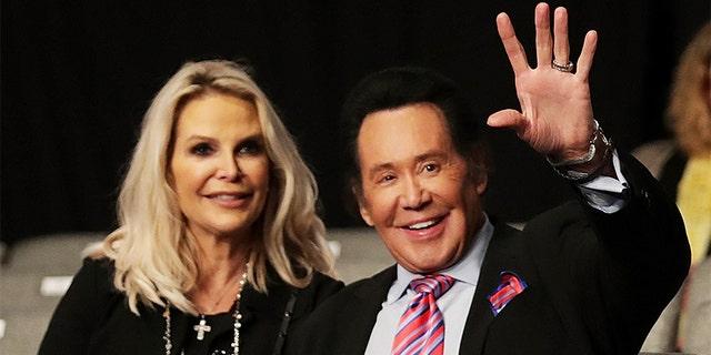 Wayne Newton with wife Kathleen McCrone.