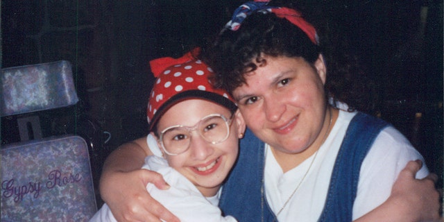 Dee Dee (right) and Gypsy Rose Blanchard.