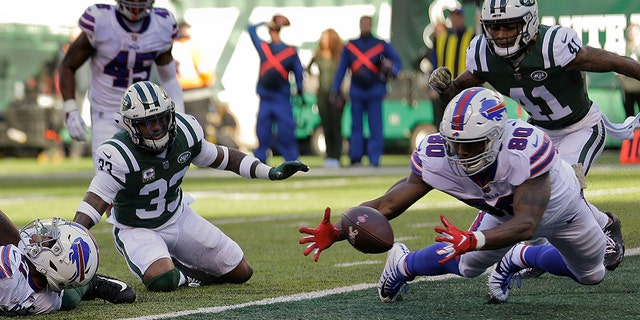 Buffalo Bills tight end Jason Croom (80) recovers a fumble by wide receiver Zay Jones , left, for a touchdown against the New York Jets during the first quarter on Sunday in East Rutherford, N.J.