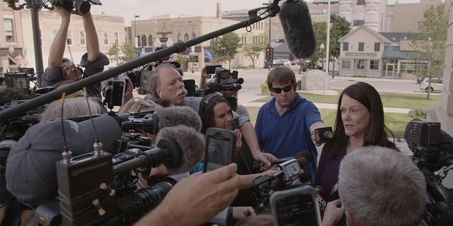 Attorney Kathleen Zellner speaking with the press.