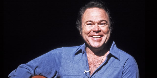 Country music guitarist Roy Clark dies aged 85