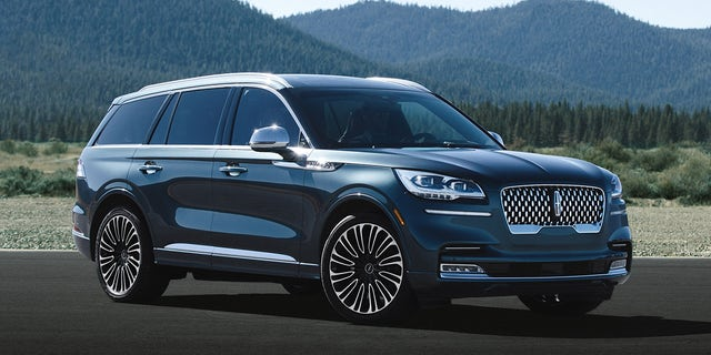 L A Auto Show The 2020 Lincoln Aviator Can Fly Down The Road