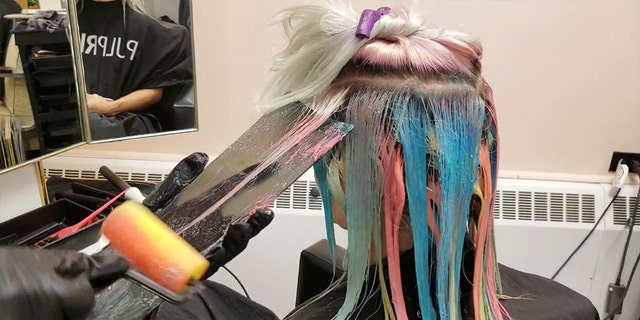 Kelly O'Leary created the colorful look by dipping rollers normally used for decorating into different dyes.