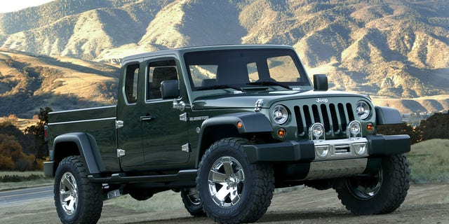 The 2005Gladiator previewed the idea for the new truck