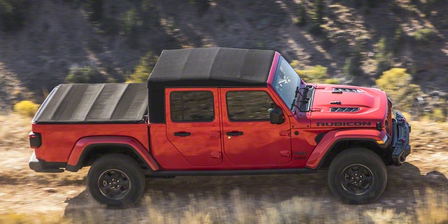 L A Auto Show The 2020 Jeep Gladiator Pickup Is A