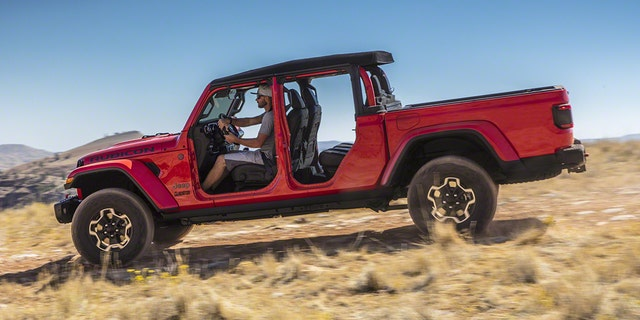 L.A. Auto Show: The 2020 Jeep Gladiator pickup is a ...