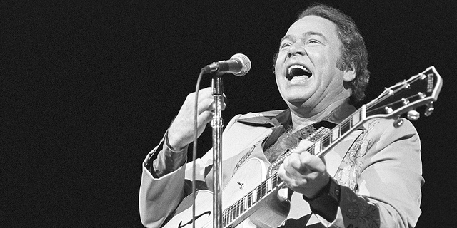 Roy Clark backstage at Holiday Star, Chicago, Ill., Nov. 15, 1981.
