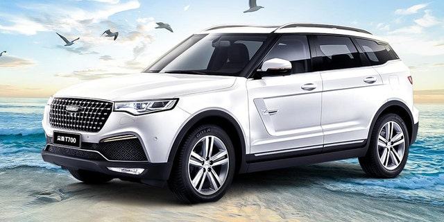 Critics have noted the T700's resemblance to a Range Rover.