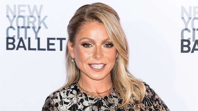 Kelly Ripa can't wait to sit naked on all her furniture: 'Be warned'