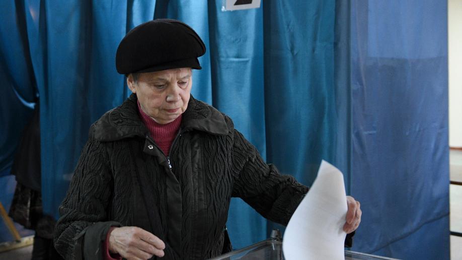 Ukraine rebel regions vote in 'bogus' ballot