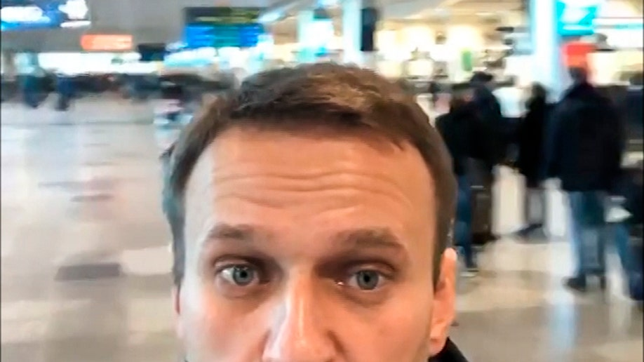 Opposition leader Alexei Navalny banned from leaving Russia