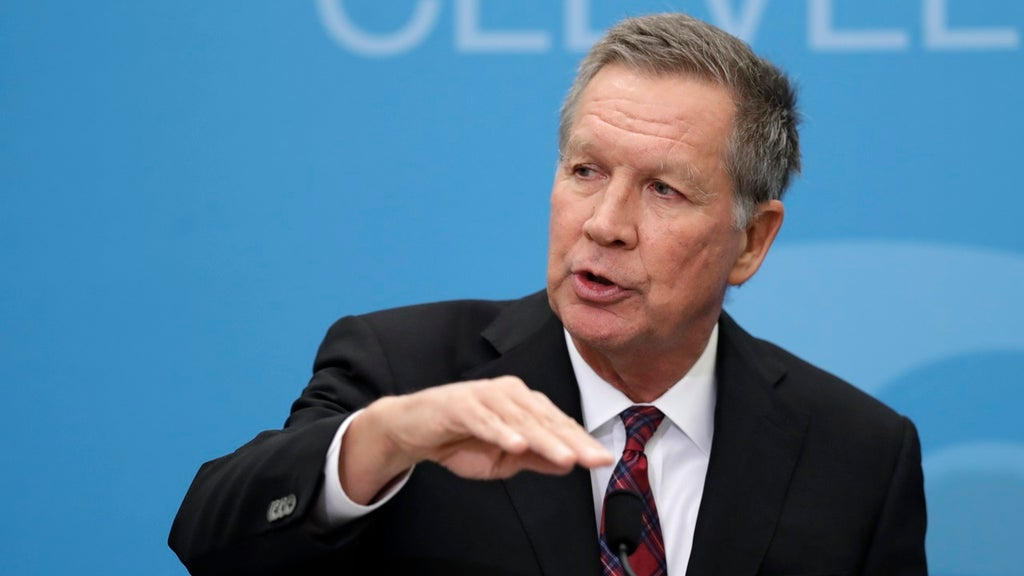 Trump critic Kasich's comments set off CNN frenzy