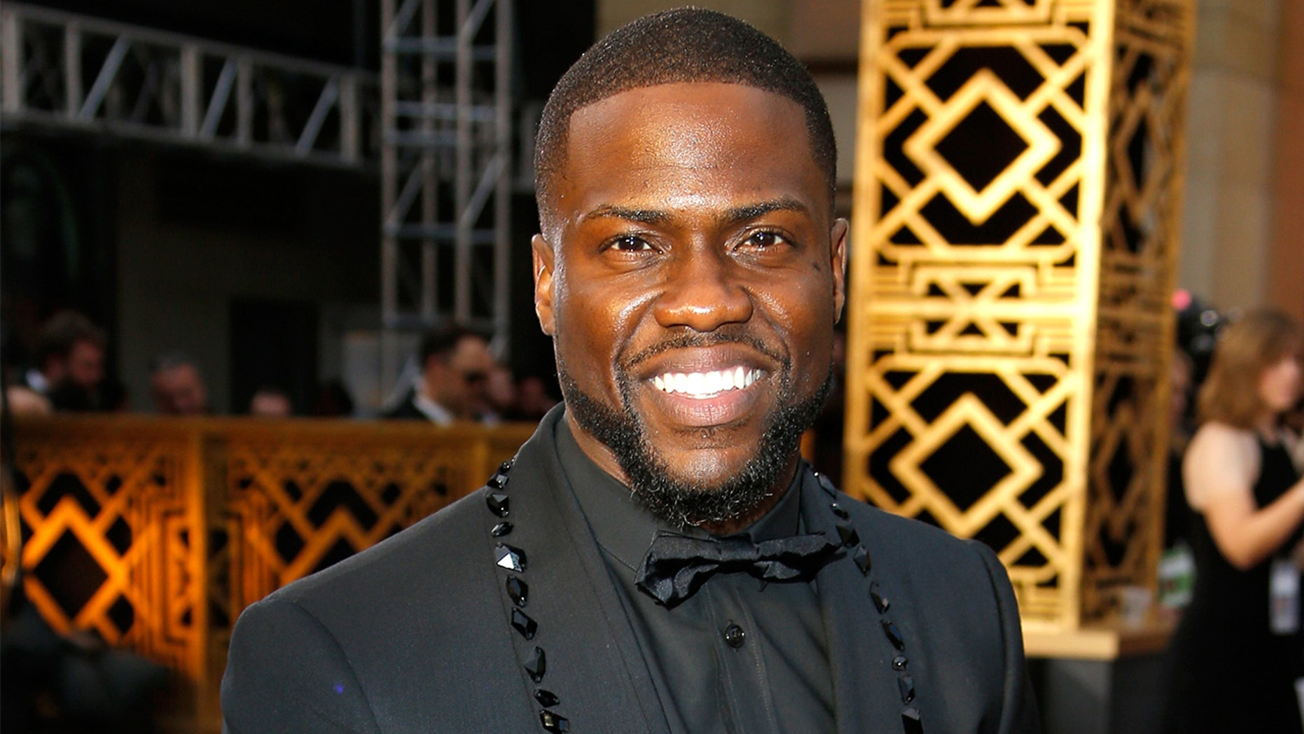 Kevin Hart shows off physique, reveals he worked with Navy SEALS for upcoming movie