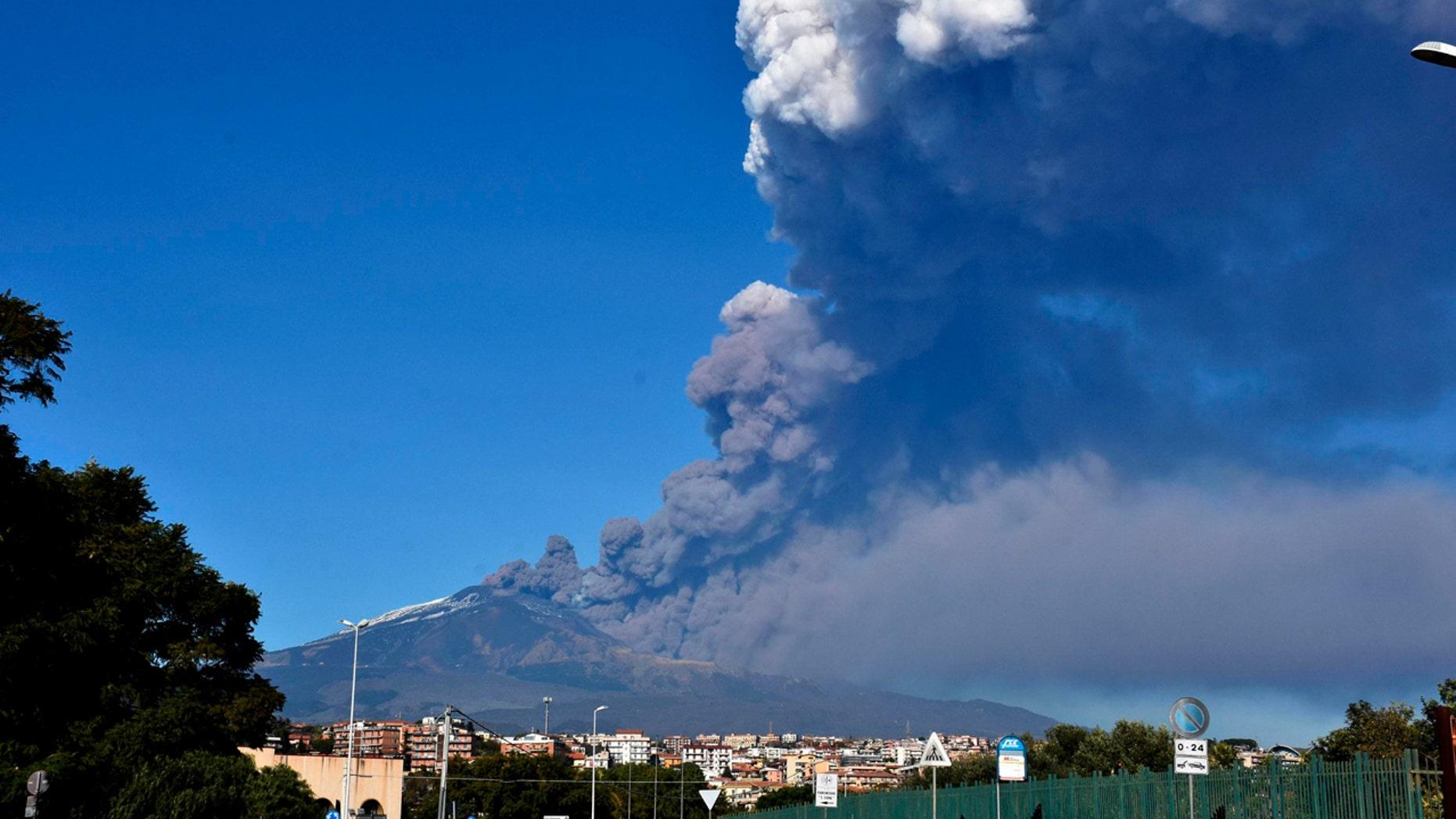 Italie : l'éruption du mont Etna provoque un séisme en Sicile, blessant au moins 10 personnes 1