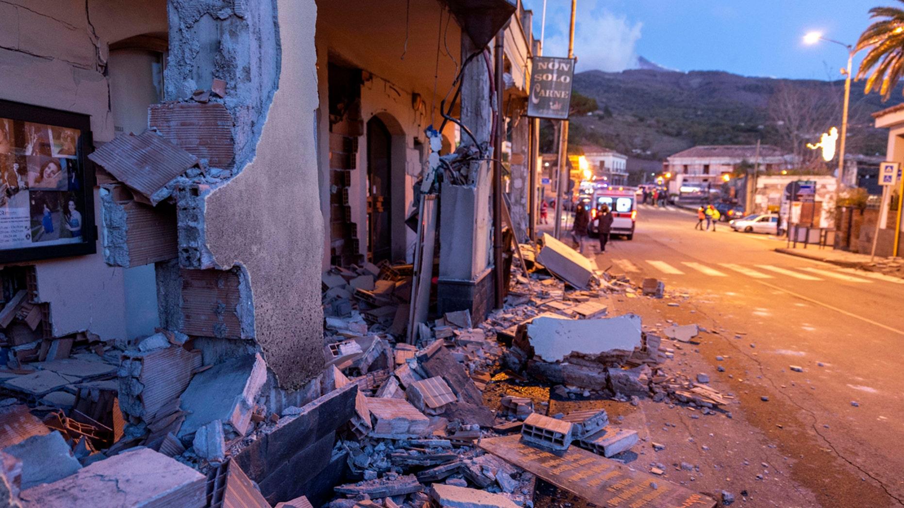 Italie : l'éruption du mont Etna provoque un séisme en Sicile, blessant au moins 10 personnes 2