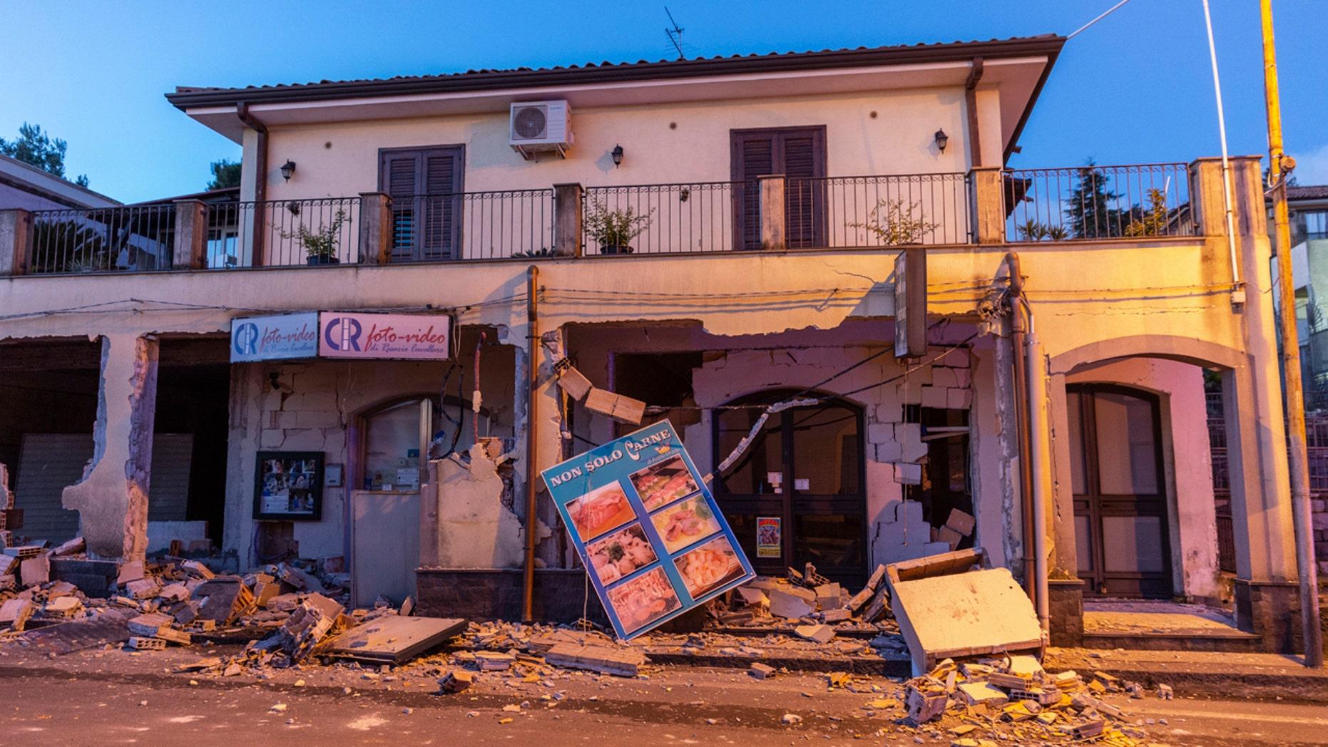 Italie : l'éruption du mont Etna provoque un séisme en Sicile, blessant au moins 10 personnes 3