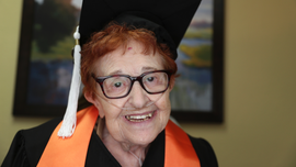 Texas woman, 84, bored with retirement, gets college degree