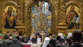 Ukraine Orthodox leaders approve break with Russian church