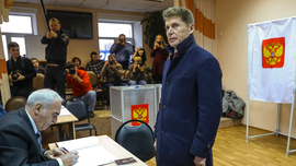 Kremlin candidate wins Far East governorship in repeat vote