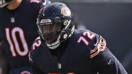 Chicago Bears lineman proposes to girlfriend after team clinches division title