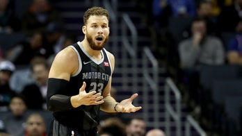 NBA star Blake Griffin uses tablet to argue call with referees