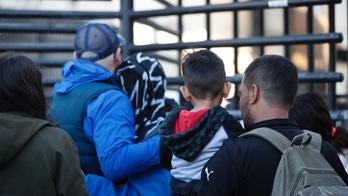 Border impasse ends as US lets 6 Hondurans apply for asylum