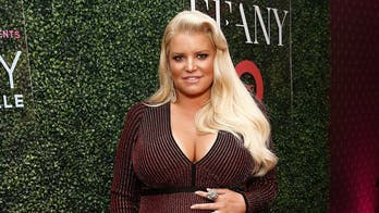 Pregnant Jessica Simpson finds remedy for her swollen foot