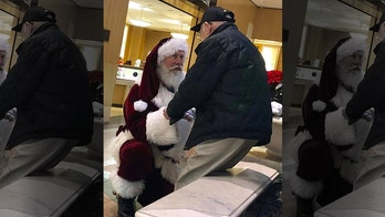 Santa Claus takes a knee to thank World War II veteran in heartwarming viral photo