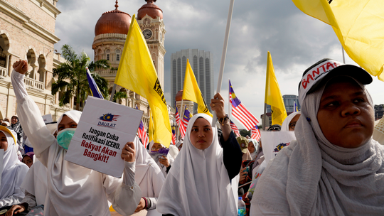 Malaysian Muslims stage rally to uphold Malay privileges