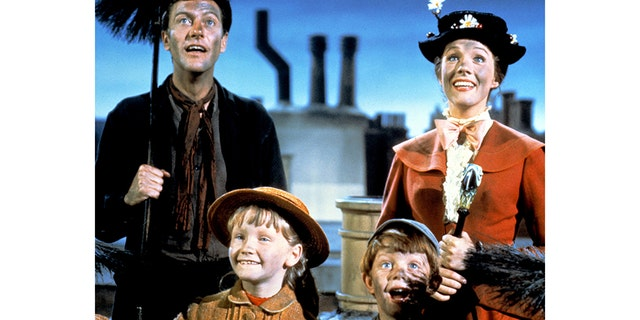 "Dick Van Dyke as Bert, Julie Andrews as Mary Poppins, Karen Dotrice as Jane Banks and Matthew Garber (1956 - 1977) as Michael Banks in the Disney musical ""Mary Poppins,"" directed by Robert Stevenson, 1964."