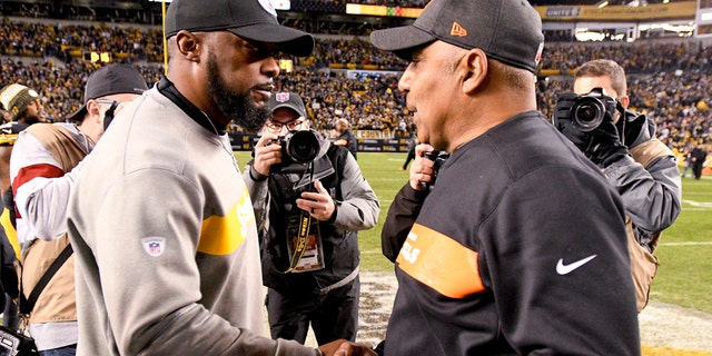 Pittsburgh Steelers head coach Mike Tomlin, left, greets Cincinnati Bengals head coach Marvin Lewis after an NFL football game, Sunday, Dec. 30, 2018, in Pittsburgh.