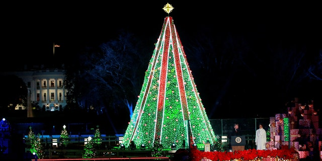 U.S. President Donald Trump and first lady Melania Trump participate in the 96th annual National Christmas Tree Lighting ceremony near the White House in Washington, U.S., November 28, 2018. REUTERS/Jim Young - RC11200157D0